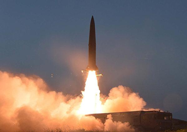 北韓於2019年7月25日發射兩枚短程導彈。(KCNA VIA KNS/AFP)