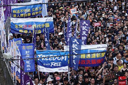 《大紀元時報》及新唐人電視台在香港反送中報道上異軍突起,備受市民好評。(余鋼/大紀元)