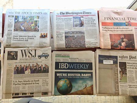 世界主要英文報紙包括《華盛頓郵報》、《金融時報》等,7月2日的頭版紛紛報道香港七一大遊行的消息。(大紀元)