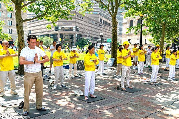 波士顿法轮功学员纪念和平反迫害20周年