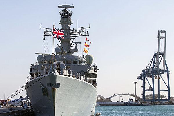 7月10日,英國海軍巡防艦「蒙特羅斯」(HMS Montrose)號嚇退了伊朗船隻。(AFP/Getty Images)