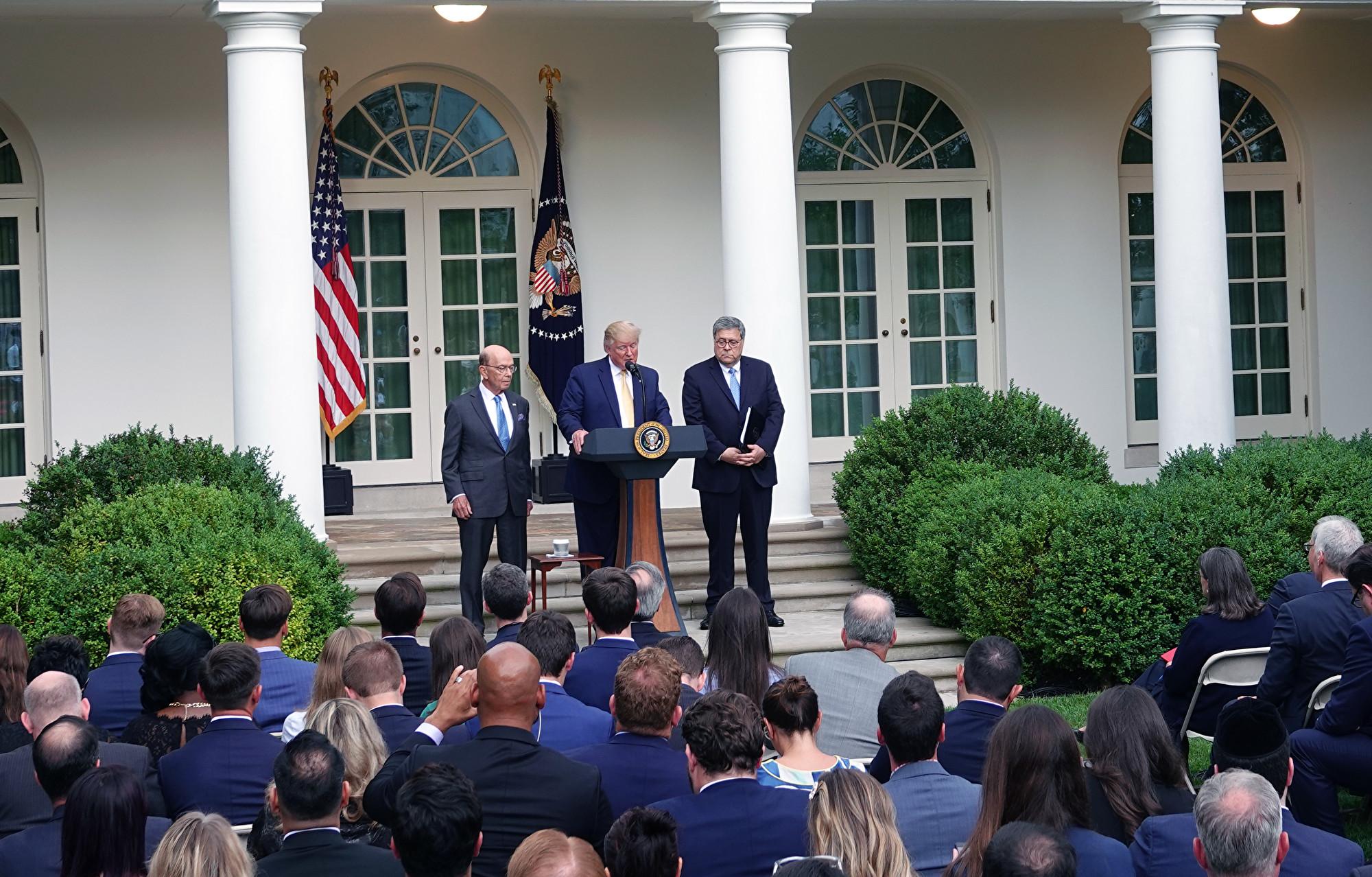 美國總統特朗普7月11日在白宮玫瑰園舉行的記者會現場。(亦平/大紀元)