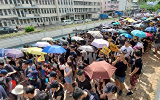 【更新】香港上水3萬人遊行 警民衝突不斷