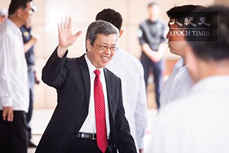 副總統陳建仁(中)8日出席「美國獨立243週年及美台旅遊年慶祝酒會」,他期許台美兩國關係能夠持續穩定地成長與深化。