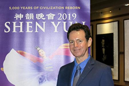 著名鋼琴家Eric Le Van5月4日觀賞了神韻在荷里活杜比(Dolby)劇院的演出,推崇神韻恢復傳統文化。(任一鳴/大紀元)