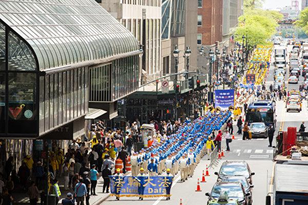 2019年5月16日,來自歐洲、亞洲、南美洲、北美洲、非洲、大洋洲六大洲的萬名法輪功修煉者,在曼哈頓中城舉行盛大遊行,慶祝世界法輪大法日。(艾文/大紀元)