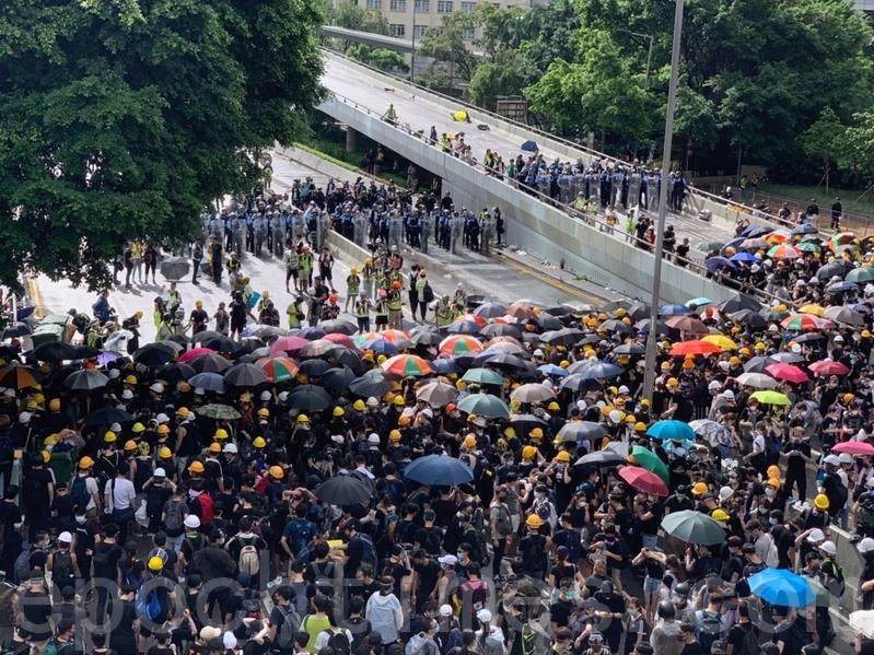 【新聞看點】山雨欲來風滿樓 香港考驗北京