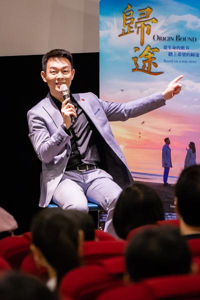 獲得美國阿克萊德電影節3項主要大獎的劇情片《歸途》,7月5日晚間在台北真善美劇院首映,男主角姜光宇出席映後座談。(陳柏州/大紀元)