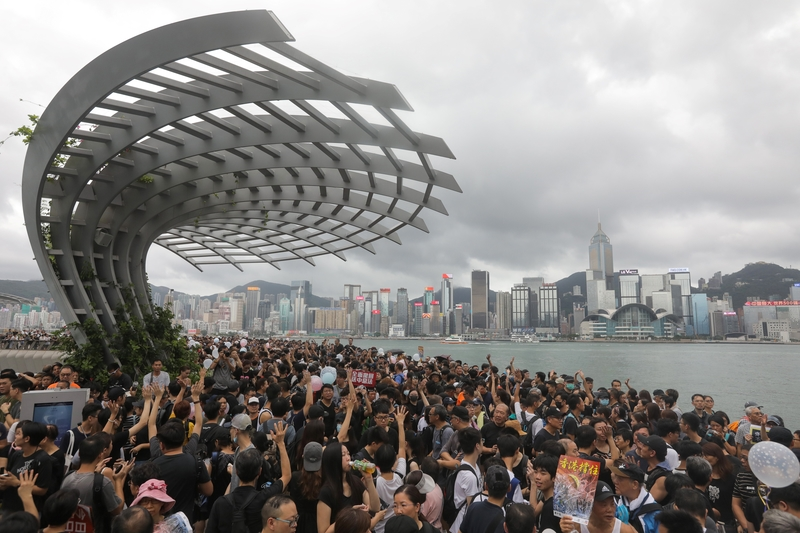 2019年7月7日,香港九龍舉行反送中大遊行,參加民眾擠爆街道。(VIVEK PRAKASH/AFP/Getty Images)