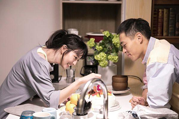 主演五月天MV 杨祐宁、张钧甯边拍边唱