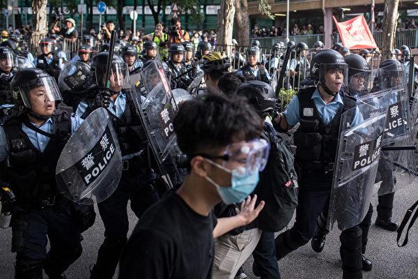 2019年7月13日,香港,「光復上水」遊行後,警民發生衝突。(Chris McGrath/Getty Images)