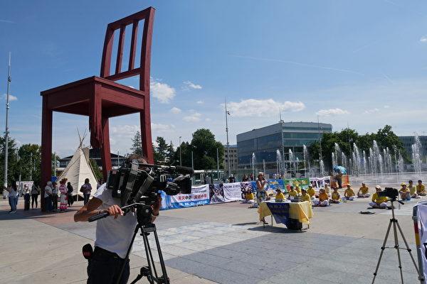 活動期間,眾多重要政治人物的出現,瑞士主流媒體前來報道。(張妮/大紀元)