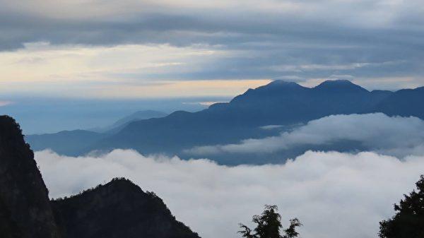 阿里山同現日出雲海雲瀑 攝影師:生平僅見