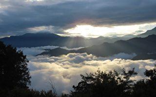 台阿里山同現日出雲海雲瀑 攝影師:生平首見