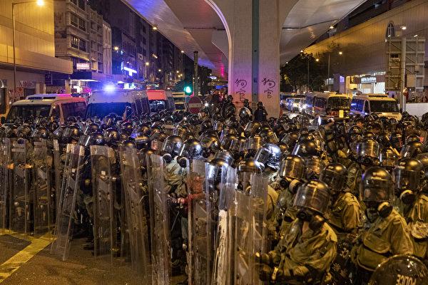 粤警大练兵被指恫吓香港 白宫关注共军集结