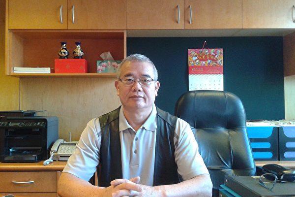 圖為新威中醫診所醫師司徒植新(大紀元)
