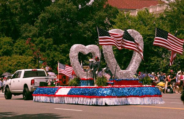 2019年7月4日美國獨立日,美國華盛頓DC舉行盛大遊行。(李莎/大紀元)