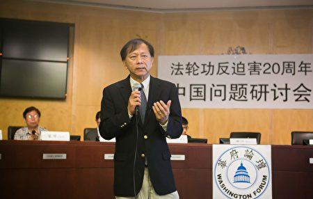 美國南卡羅來納大學艾肯商學院謝田教授分析中國經濟形勢。(李莎/大紀元)
