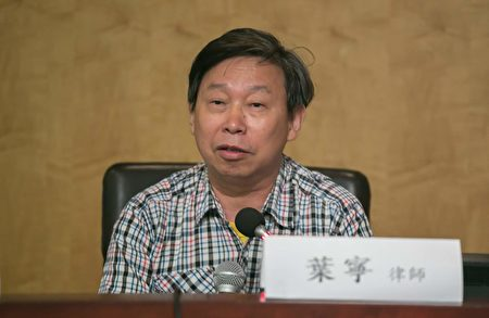 葉寧律師認為,現在上億的法輪大法學員就是在拯救中華民族,拯救墮落、麻木的人類社會。(李莎/大紀元)