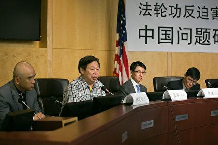 葉寧律師在「法輪功反迫害二十周年 中國問題研討會」上談到對法輪功的迫害和法輪功不屈不撓的抗爭中的三個史無前例。(李莎/大紀元)
