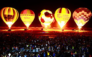 跨海熱氣球光雕 8千人湧進綠島機場