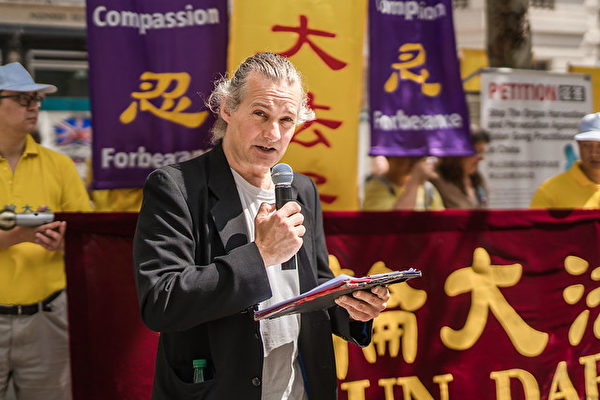 7月20日,終結中國移植濫用國際聯盟(ETAC)英國委員會之一Mal Mitchell 代表聯盟發表講話。(晏寧/大紀元)
