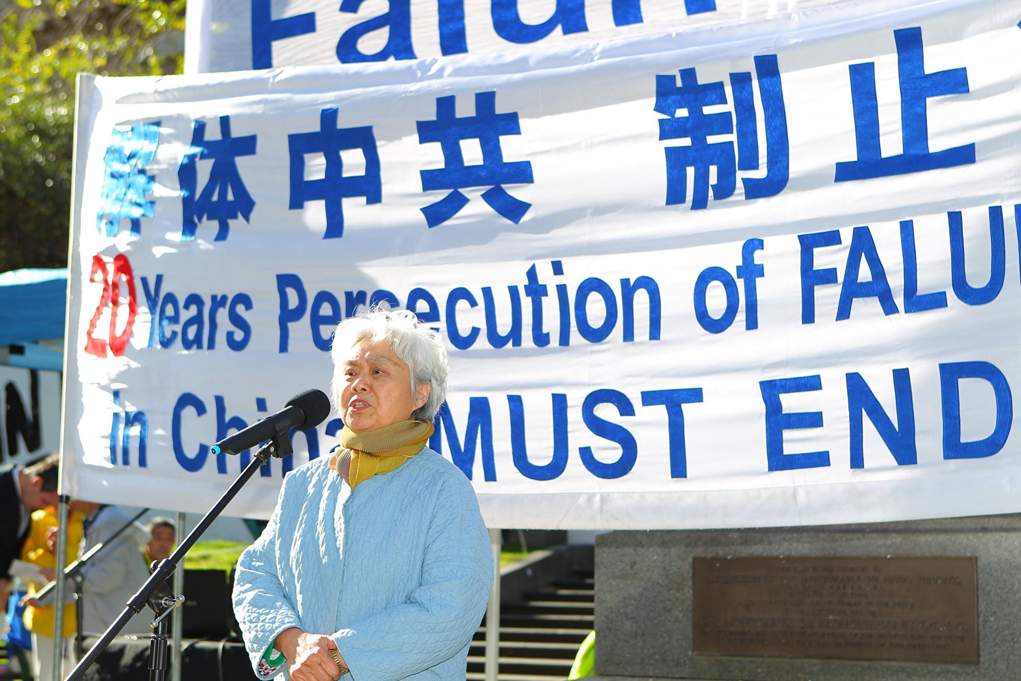 澳洲知名華裔女作家、獨立中文筆會副會長齊家貞表示,中共對法輪功的迫害失敗,是法輪功創造的奇蹟。(陳明/大紀元)