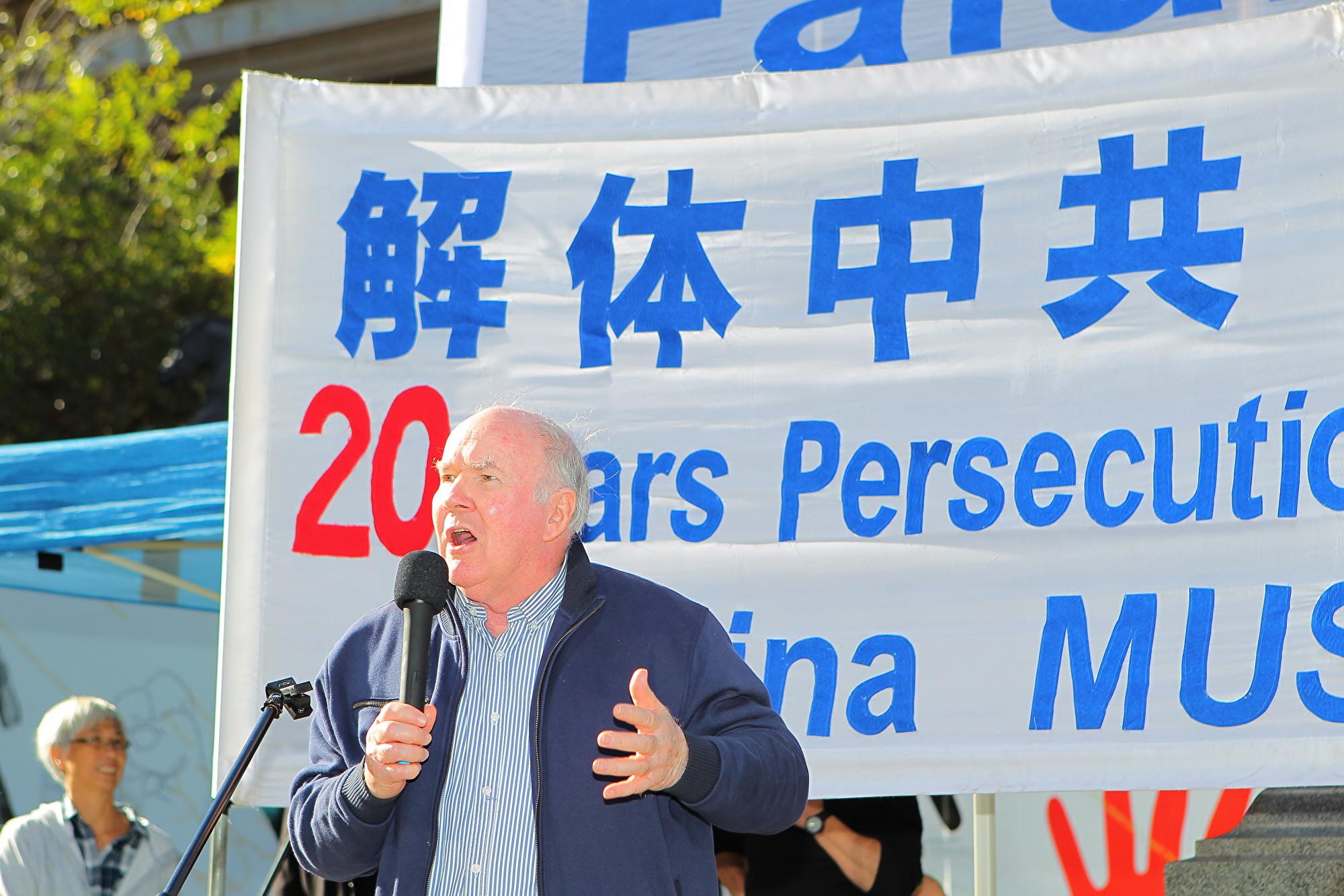 澳洲國家公民委員會前主席威斯特摩爾(Peter Westmore)用谷歌搜索「中國和移植」時,他注意到,一頁接一頁的中國醫院刊登英文廣告,呼籲海外患者前往中國進行器官移植。(陳明/大紀元)