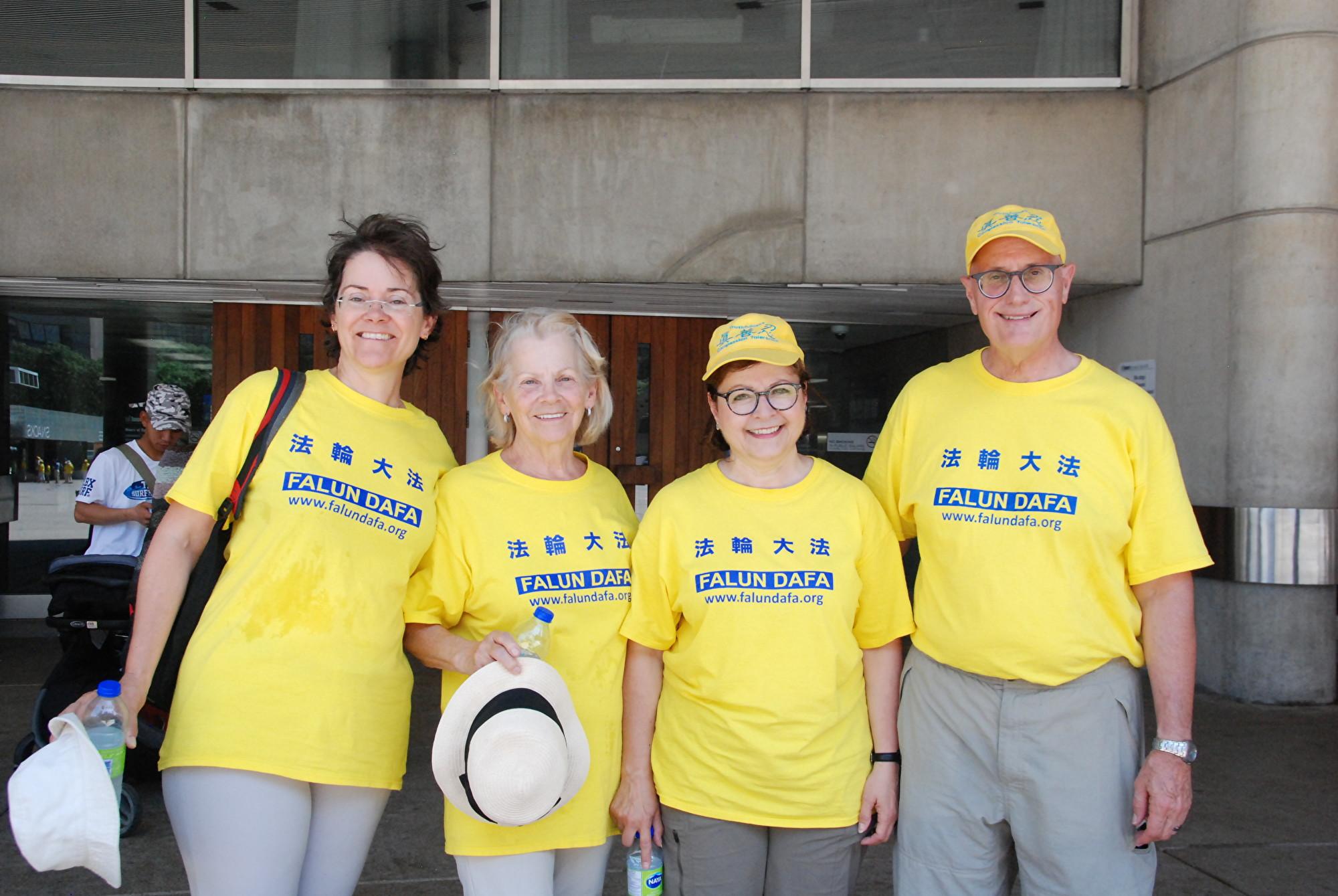來自魁北克的法輪功學員Paryse、Edith、Syloie、Alain。(伊鈴/大紀元)