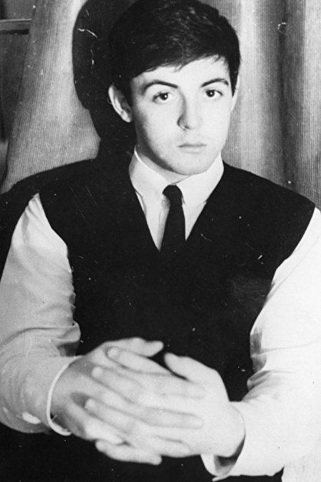 披头士乐队创作歌手保罗麦卡特尼1962年资料照。 (Keystone/Getty Images)