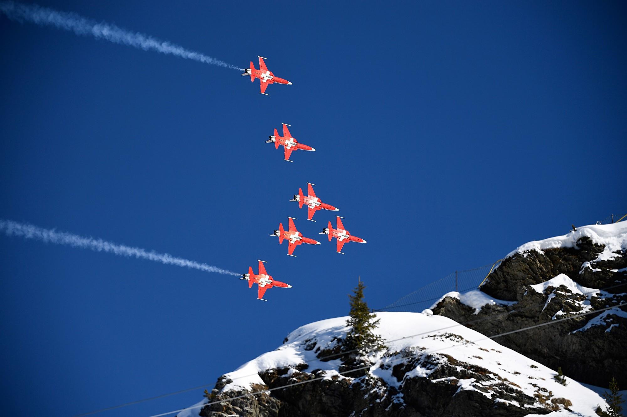 瑞士機隊鬧笑話 精彩飛行表演送錯對像