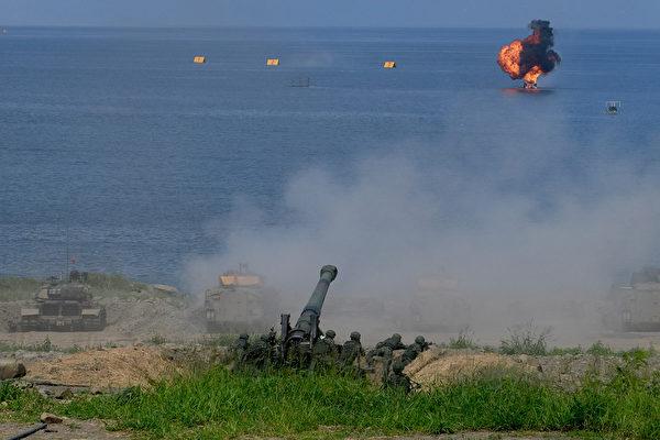 2019年5月30日,在台灣屏東舉行的漢光演習中發射的火炮。(SAM YEH/AFP/Getty Images)