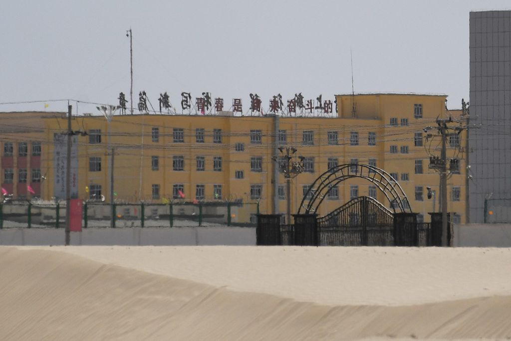 新疆再教育營黑幕 地下20米設鐵籠囚人