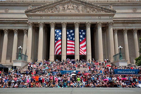 2019年7月4日,在華盛頓DC的林肯紀念堂前舉行美國獨立日慶祝活動。(ALASTAIR PIKE/AFP/Getty Images)