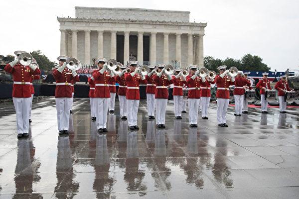 2019年7月4日,在華盛頓DC的林肯紀念堂前舉行美國獨立日慶祝活動。 (Sarah Silbiger/Getty Images)
