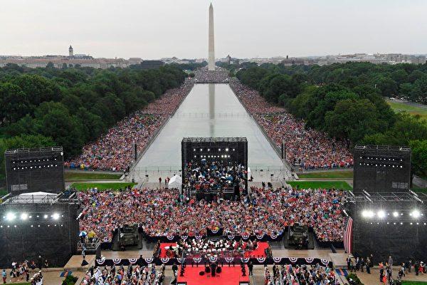 2019年7月4日,在華盛頓DC的林肯紀念堂前舉行美國獨立日慶祝活動。(SUSAN WALSH/AFP/Getty Images)