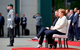 德国总理改惯例 坐着迎接丹麦领导人