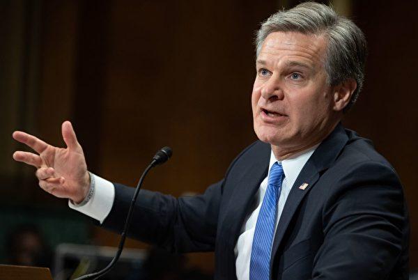聯邦調查局局長克里斯托弗·雷(Christopher Wray)表示:「在情報蒐集方面,沒有哪個國家比中國(中共)(對美國)構成更廣泛、更嚴峻的威脅。」((Saul Loeb/AFP/Getty Images)