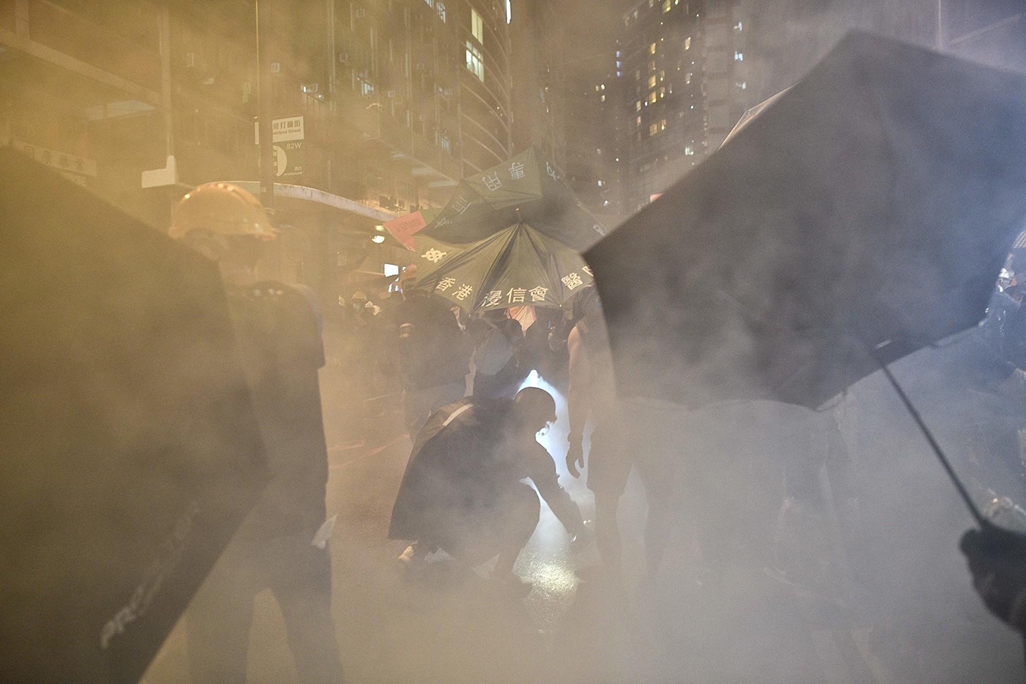 【7.28反送中組圖4】港警暴力抓捕抗議民眾 現場慘烈
