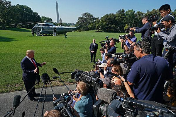 特朗普周二在白宮告訴記者,正在與中方談判,「我們會看到將發生甚麼,要麼達成一個很棒協議,要麼根本沒有協議」。(Chip Somodevilla/Getty Images)