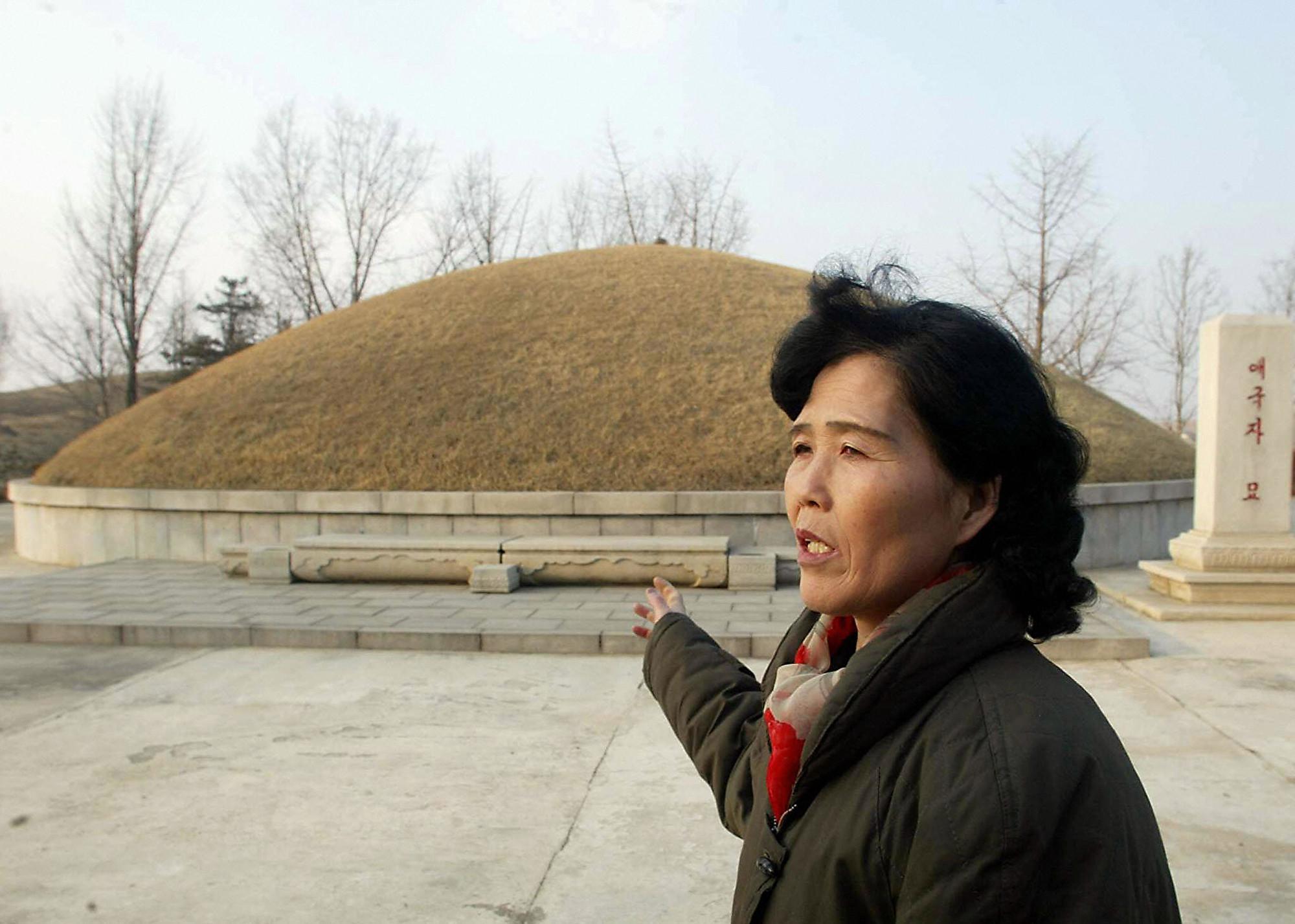 日媒:北韓下令民眾挖祖墳撿遺骨 改為火葬