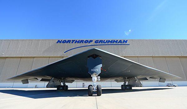 B-2轟炸機能穿透敵方防禦,發動毀滅性傳統與核攻擊,是特朗普這次點名的世界上最棒的戰機之一。(Frederic J. Brown/AFP/Getty Images)