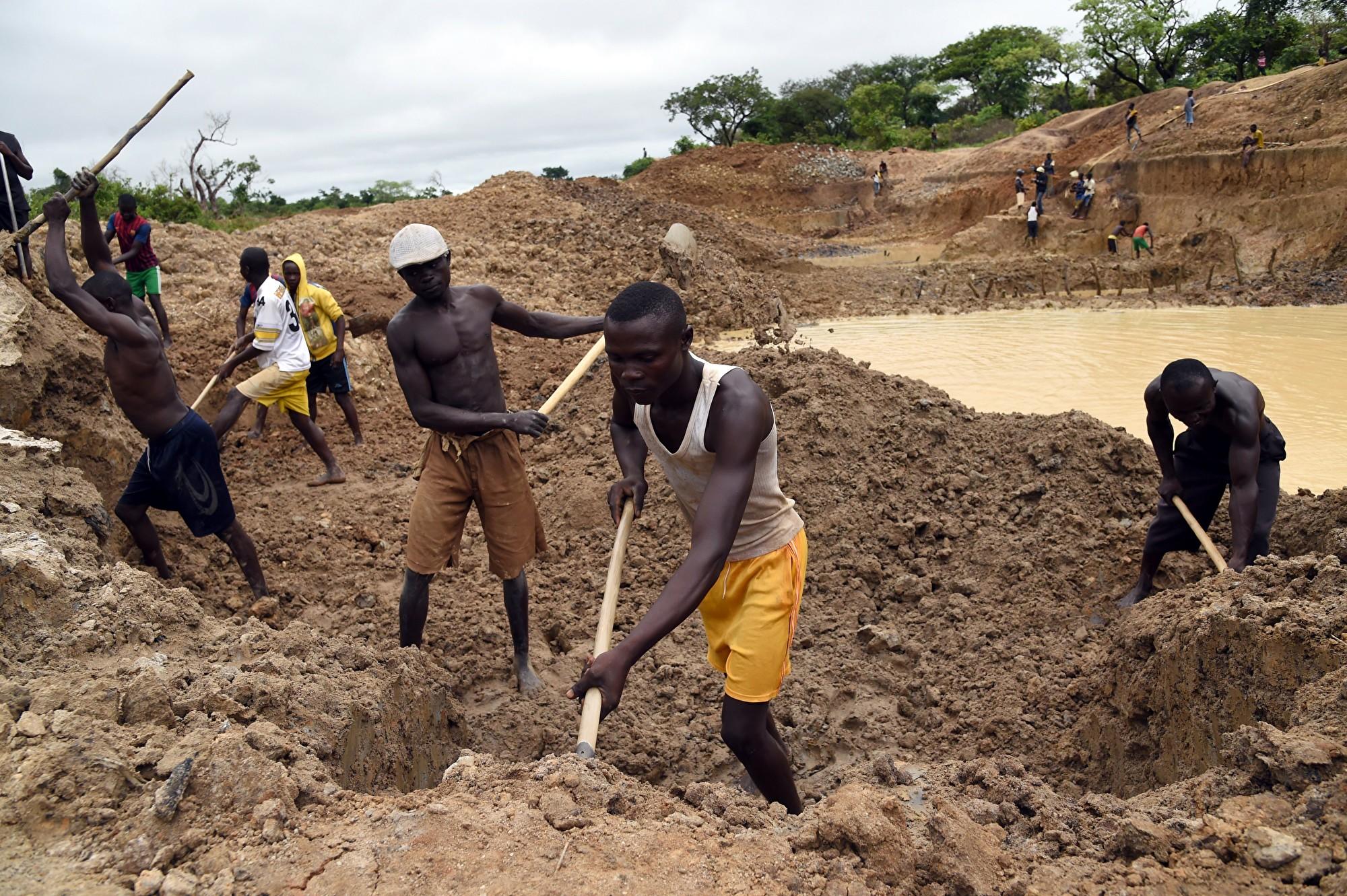 中共在中非挖金礦造成生態災難 被要求關閉