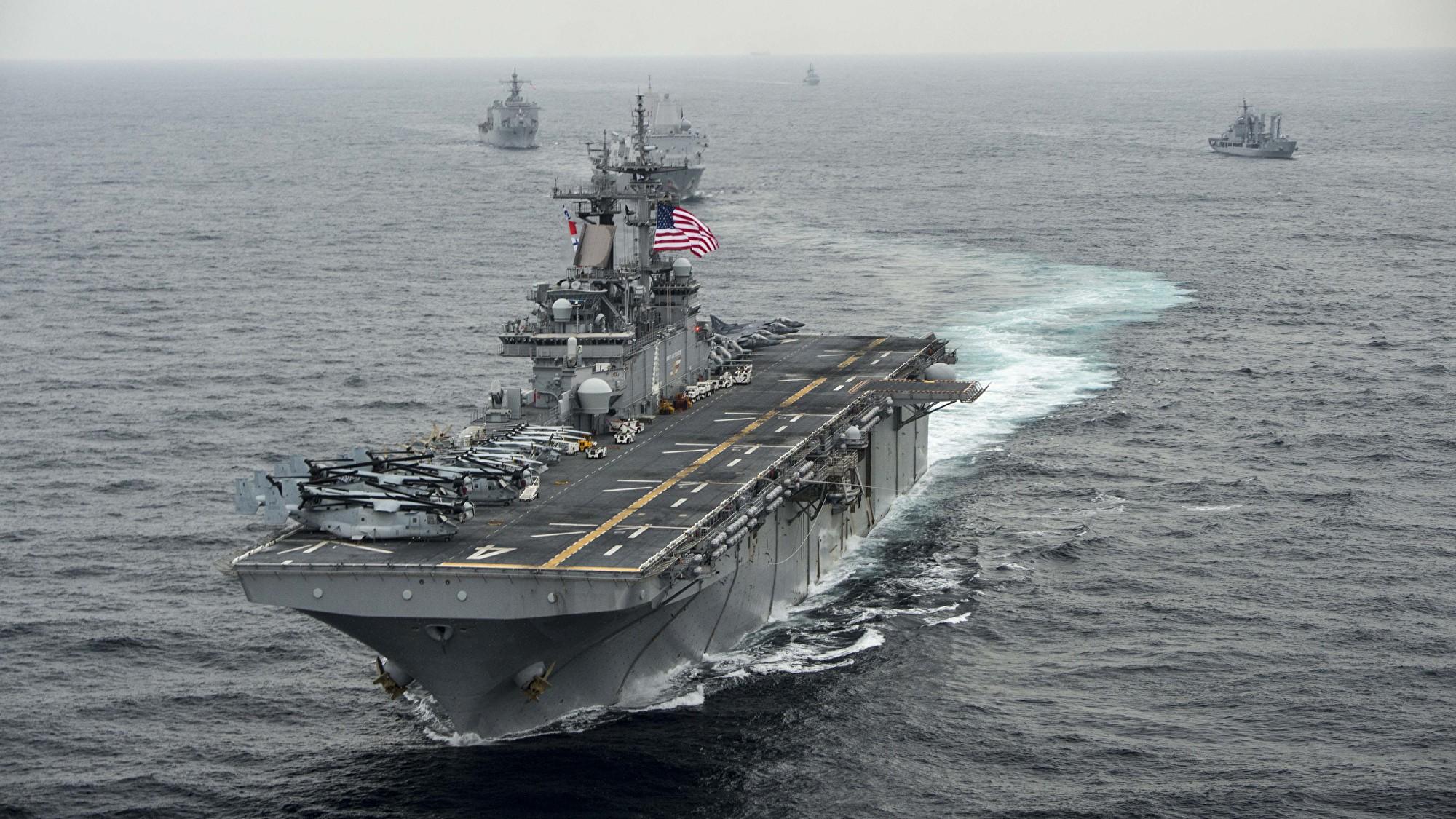 美軍官表示,上周美國海軍突擊艦拳師號(USS Boxer LHD-4)可能擊落了兩架伊朗無人機。圖為USS Boxer。(MCSN Craig Z. Rodarte/U.S. Navy via Getty Images)