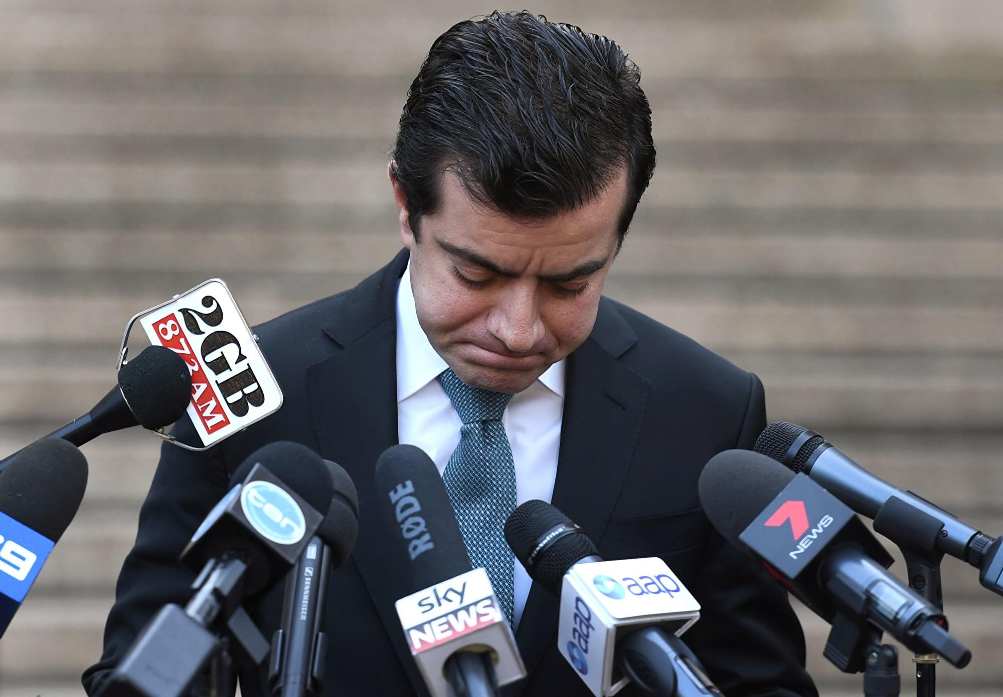 2017年12月12日,澳洲工黨參議員鄧森(Sam Dastyari)宣佈退出議會和辭去參議員的職務。(WILLIAM WEST/AFP/Getty Images)
