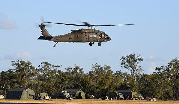 2017年7月12日,美軍一架黑鷹直升機參與「護身軍刀」演習。(Ian Hitchcock/Getty Images)