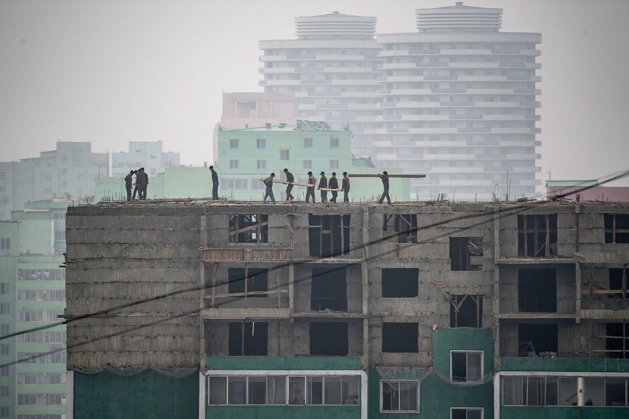 日媒:金正恩的指示害死多名建築工人