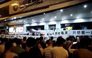 中共威逼利诱禁阻无效 武汉民众坚持抗议