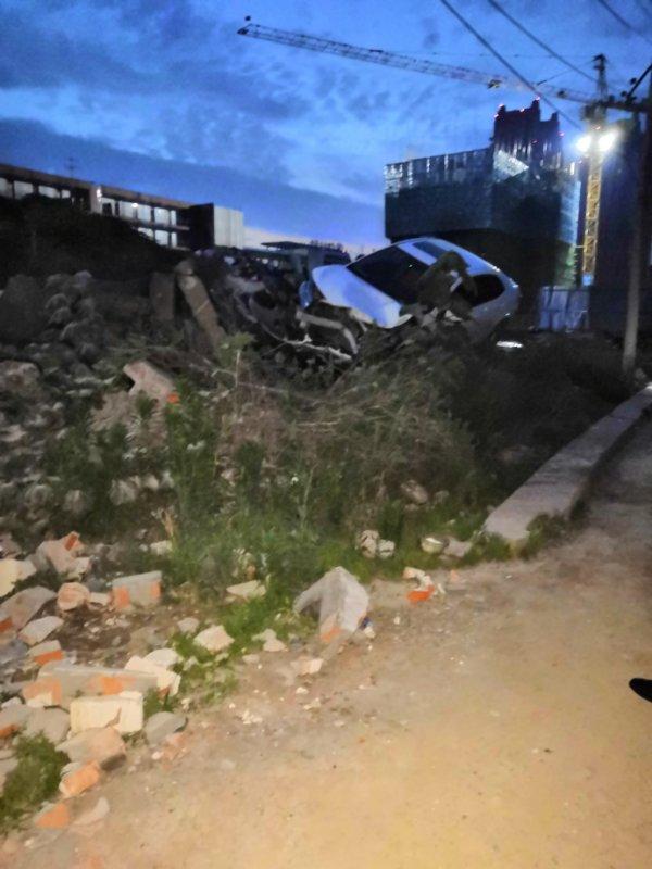 7月3日,河南漯河市郾城區小李莊棚改項目發生一村民開車撞死拆遷官員血案。圖為事發現場。(受訪者提供)