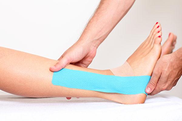 肌能系贴布不同贴法对身体可产生不同作用。(Shutterstock)